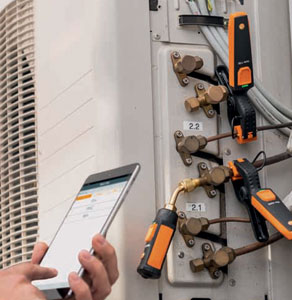 Testo's 549i and 115i smart probes testing superheating and subcooling using smartphone